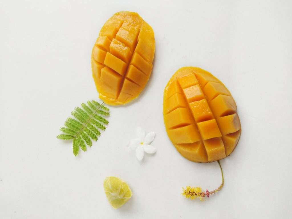 Fresh mango sliced
